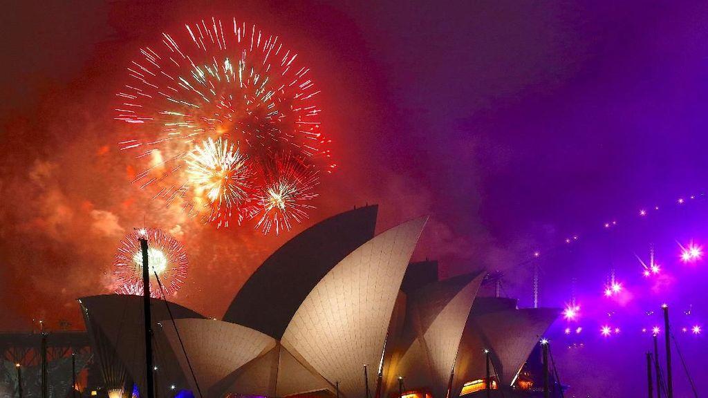 Warna-warni Kembang Api Malam Tahun Baru di Penjuru Dunia