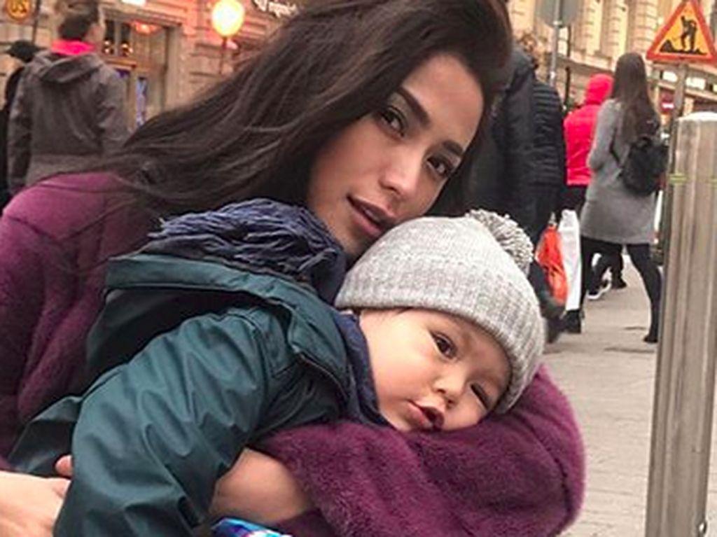 Jessica Iskandar Tak Batasi El Barack Bertemu dengan Ayahnya