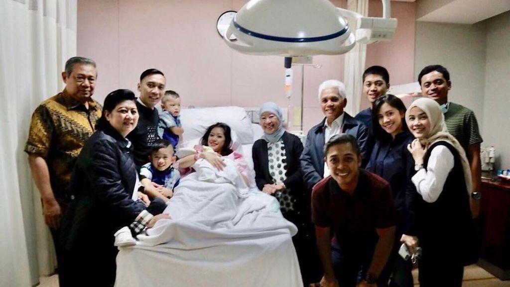 Kebahagiaan Keluarga SBY-Hatta Dikaruniai Cucu di Tahun Baru