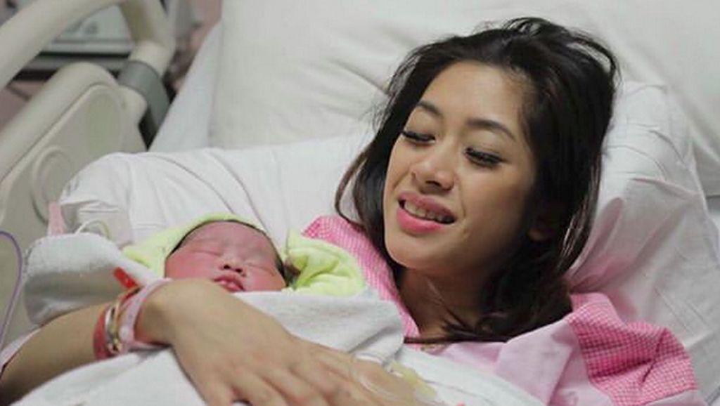 Foto: Cantiknya Baby Gaia, Putri Pertama Ibas dan Aliya Rajasa