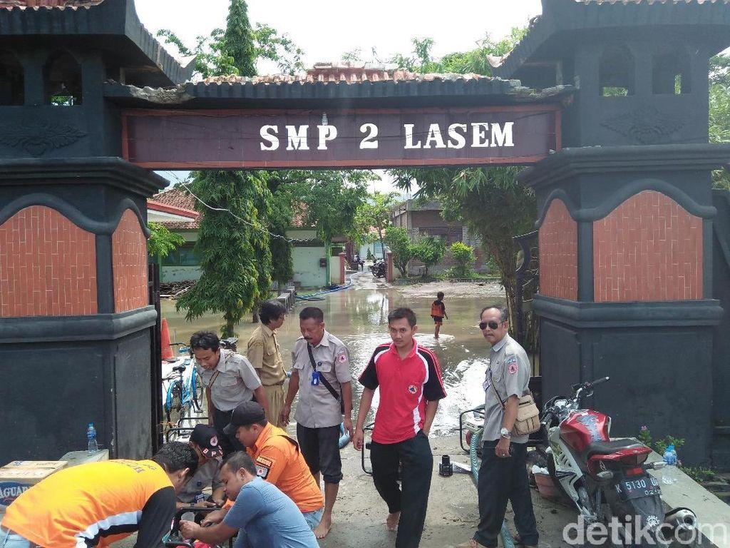 Kebanjiran, Hari Pertama Masuk SMP N 2 Lasem Rembang Diliburkan