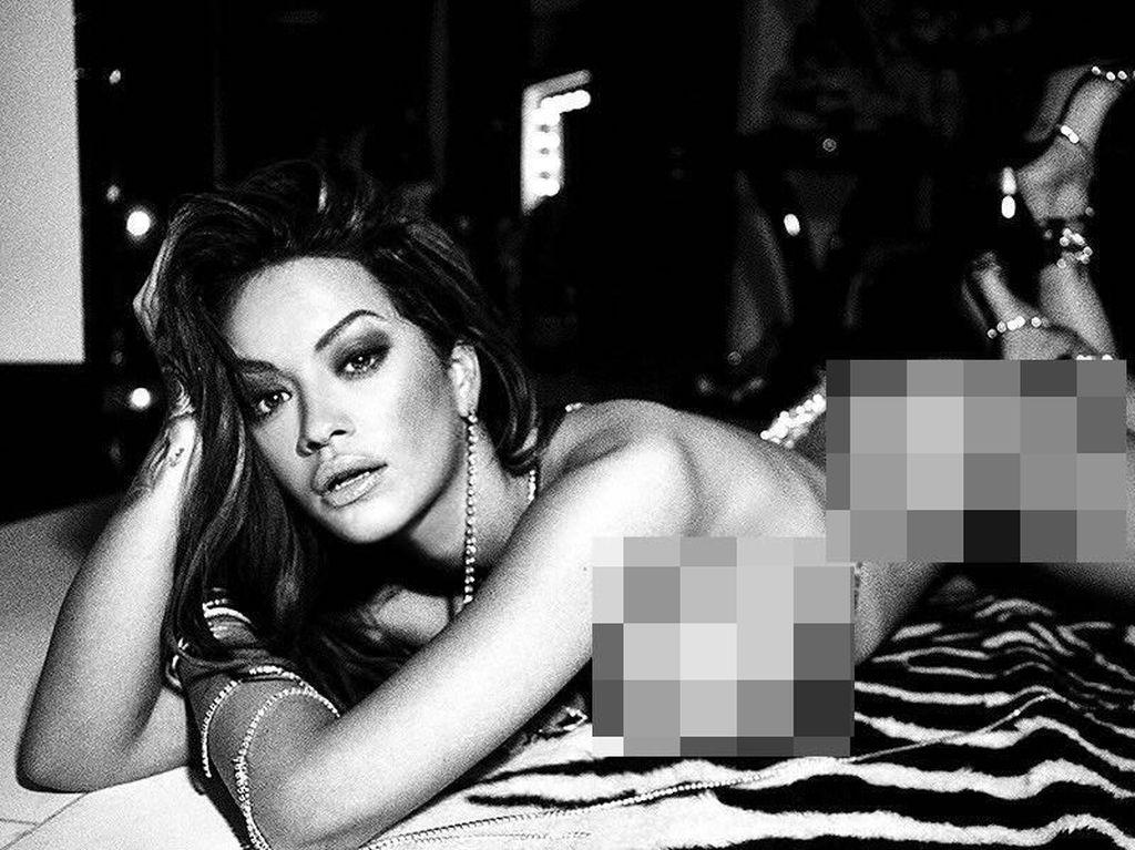 Rita Ora Pamer Foto Seduktif Tanpa Busana untuk Rayakan Tahun 2018