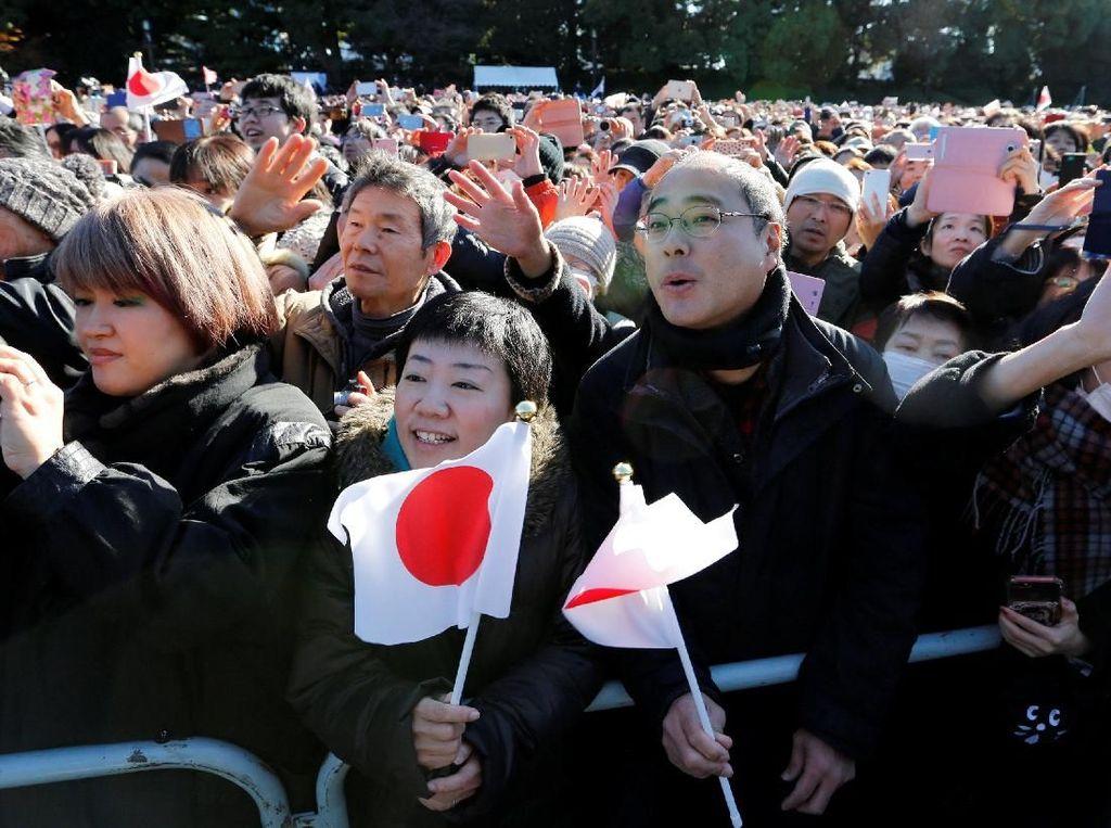 Foto: Antusiasme Warga Jepang Temui Sang Kaisar di Tahun Baru