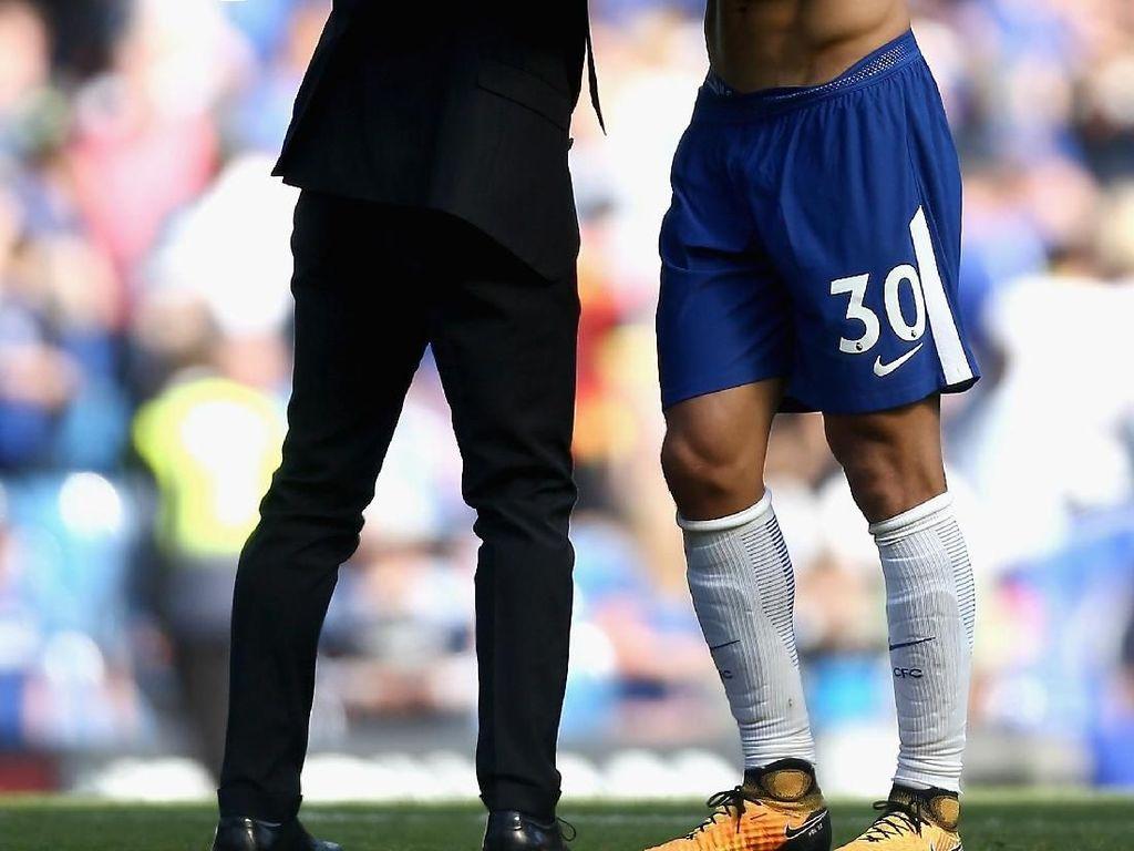 Andai Conte Bertahan di Chelsea, David Luiz Mungkin Sudah Hengkang