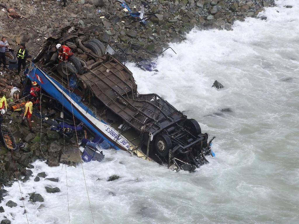 Hancur, Ini Penampakan Bus yang Jatuh dari Tebing di Peru