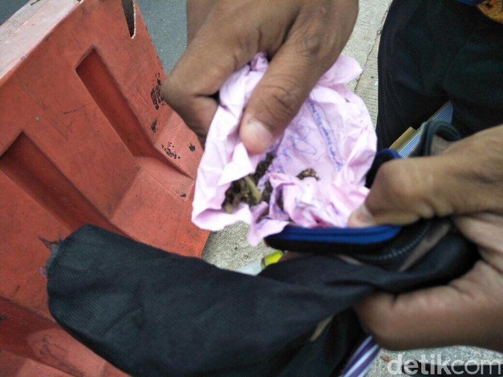 Polisi Buru Pemasok Ganja ke Pemotor yang Tabrak Polisi di Mampang