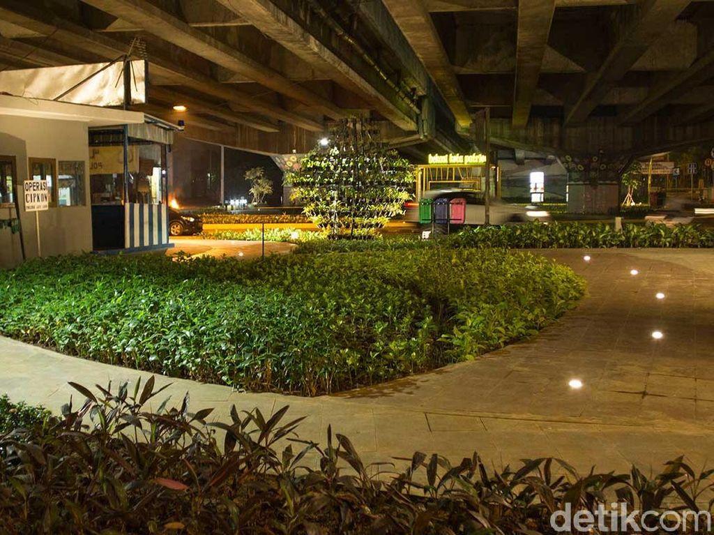 Foto: Air Mancur Warna-warni dan Taman Cantik di Bekasi