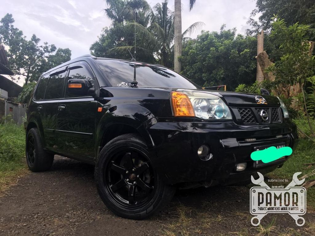 Black on Black X-Trail T30 si Simply Touring