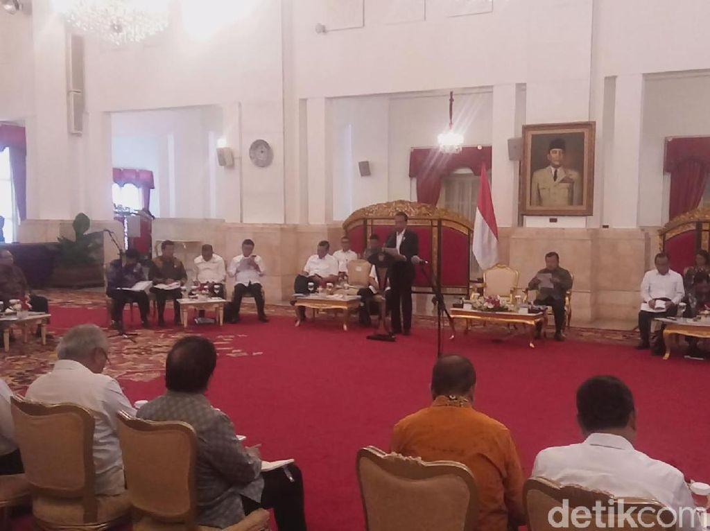 Senang Menterinya Bikin Elek Yo Band, Jokowi: Tunjukkan Kekompakan