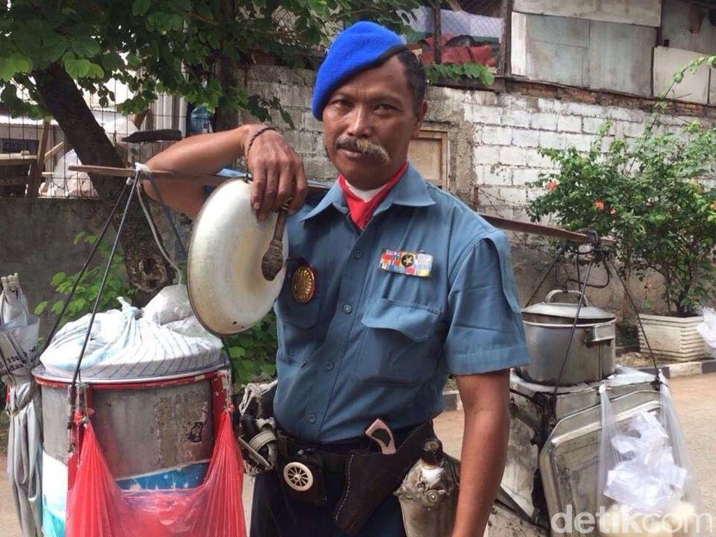 Jenderal Boneng, Penjual Kembang Tahu Bergaya Nyentrik