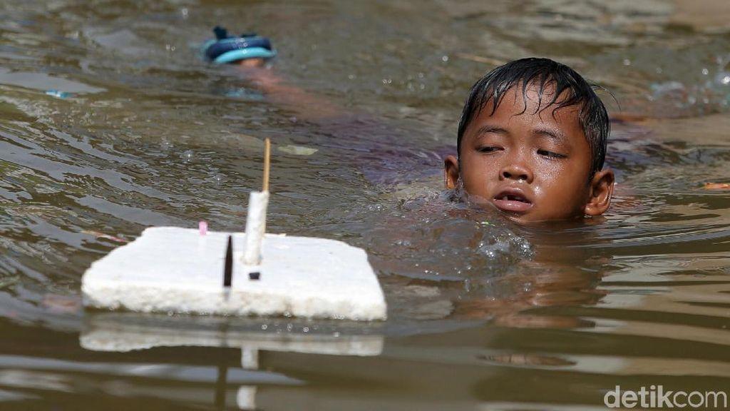 Banjir Rob Kembali Rendam Pelabuhan Kali Adem