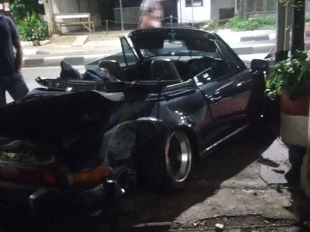 Penampakan Pagar Kelurahan Pulo yang Rusak Ditabrak Mobil Sport