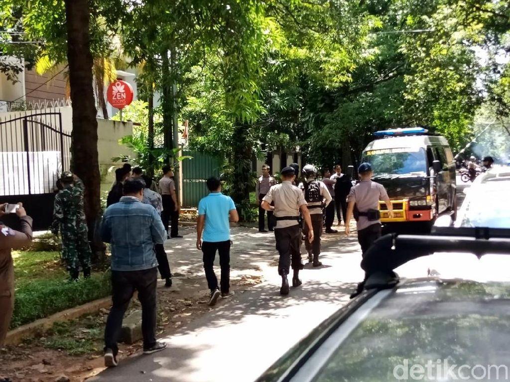 Ada Paket Mencurigakan, Tim Gegana Cek ke Rumah Dubes Myanmar