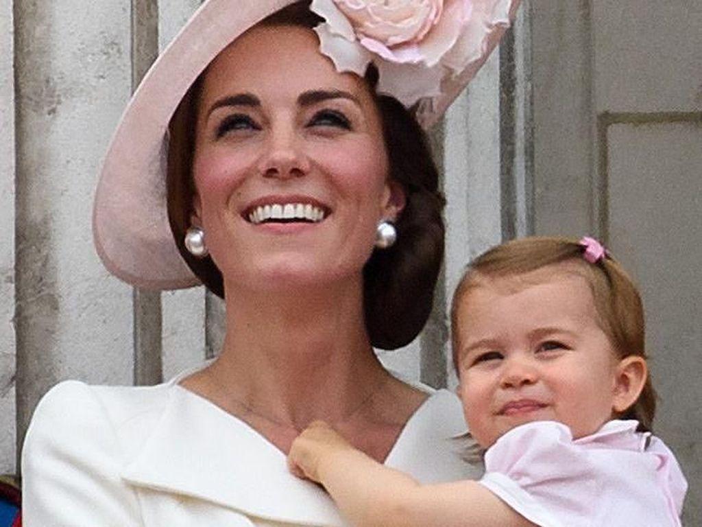 Foto: Seperti Ini Ekspresi Putri Charlotte yang Mirip Banget Kate Middleton