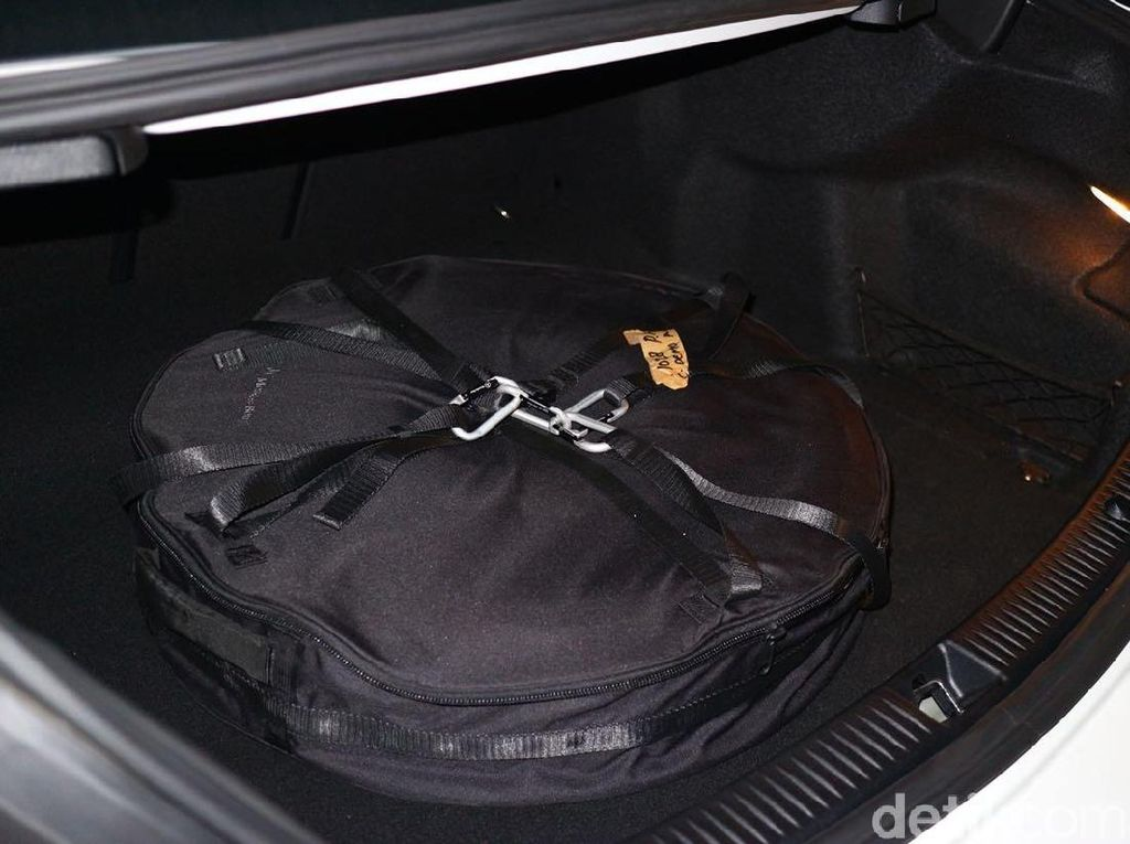 Kata Polisi Soal Ban Serep di Dalam Mobil