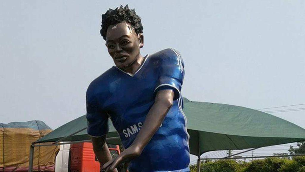 Patung Konyol Michael Essien Bikin Netizen Terpingkal