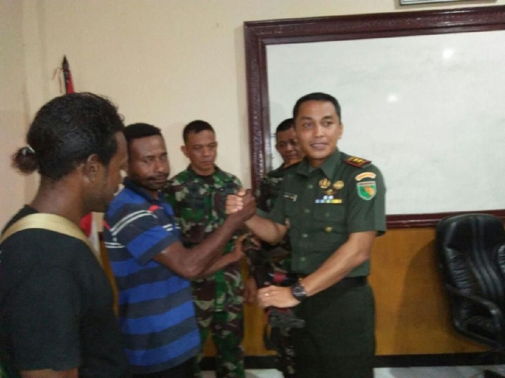 TNI: Seorang Mantan Simpatisan OPM di Yapen Utara Serahkan Senjata