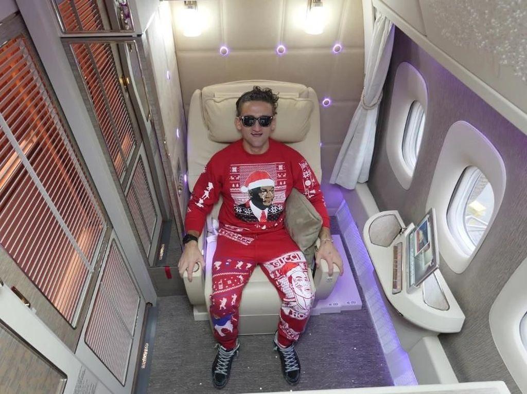 Bikin Iri, Youtuber Ini Pamer Kabin First Class Emirates