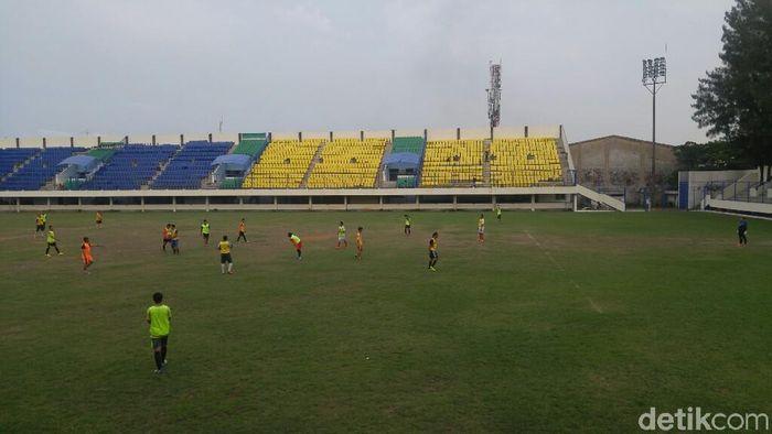 Kursi stadion Citarum di Semarang yang jadi viral.