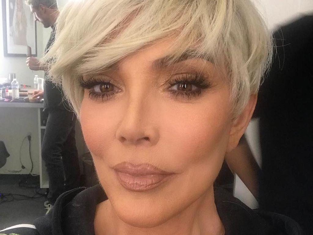 Kris Jenner Warnai Rambut Jadi Pirang, Jadi Terlihat Awet Muda