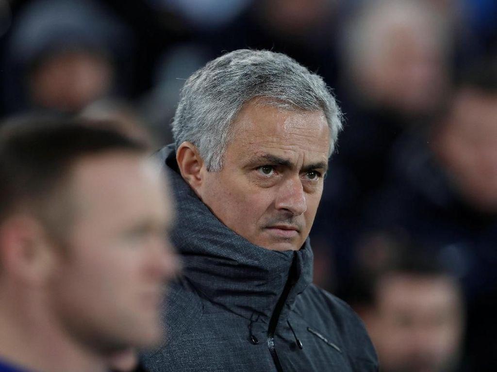 Disebut Tak Bahagia di MU, Mourinho: Itu Kabar Sampah