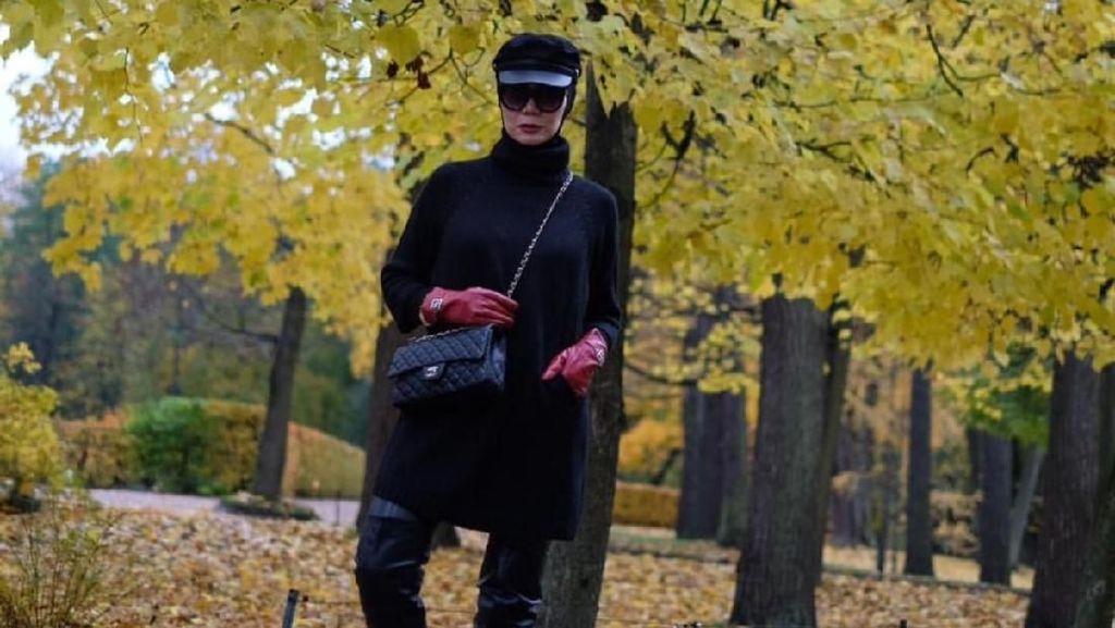 Foto: Gaya 8 Artis Berhijab Liburan Pakai Tas Chanel hingga Hermes