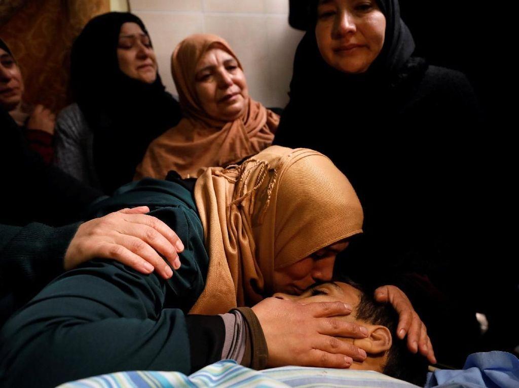 Duka Keluarga Remaja Palestina yang Tewas Ditembak Tentara Israel