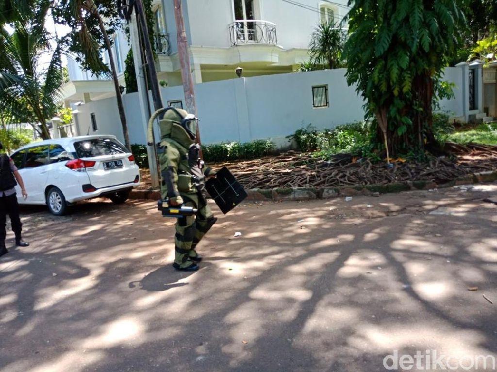 Berbaju Khusus, Gegana Cek Paket Mencurigakan di Rumah Dubes Myanmar