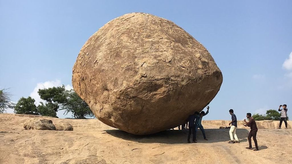 Foto: Batu Melawan Gravitasi di India