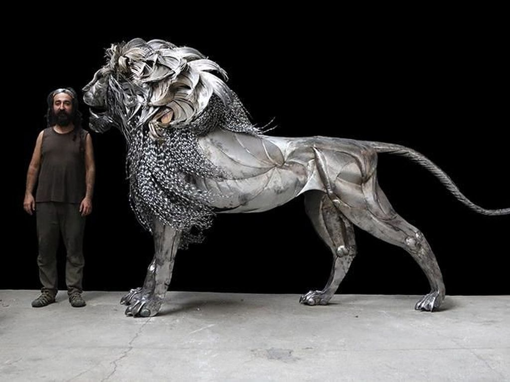 Terbuat dari Baja, Patung Singa Ini Seberat 312 Kilogram