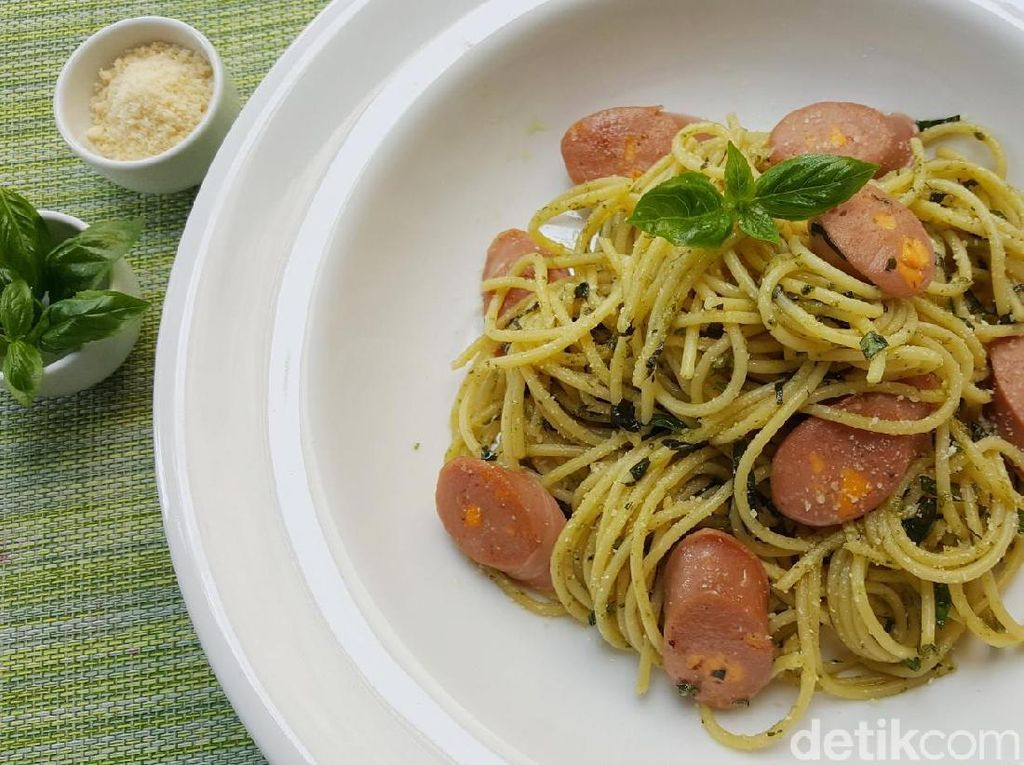 Resep Pasta: Pesto Spaghetti with Fiesta Cheese Sausage