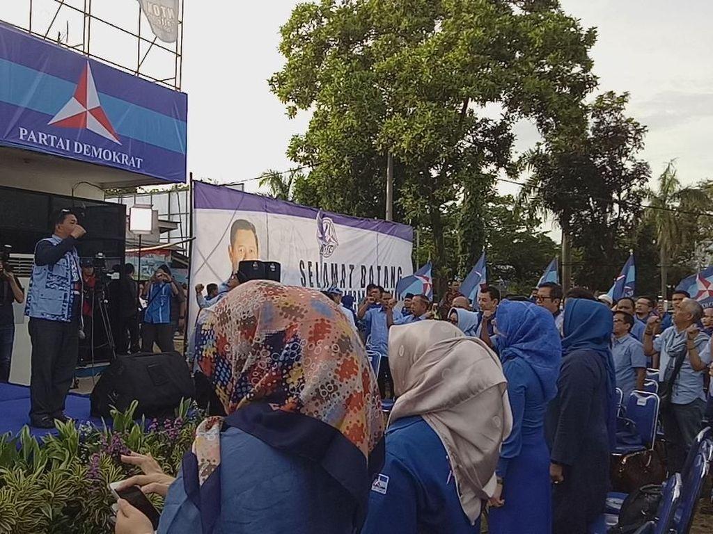 Jelang Pidato Politik SBY, Kader Padati Kantor DPC Demokrat Cibinong