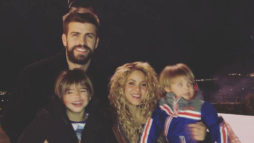 Potret Kehangatan Keluarga Pesepakbola Gerard Pique