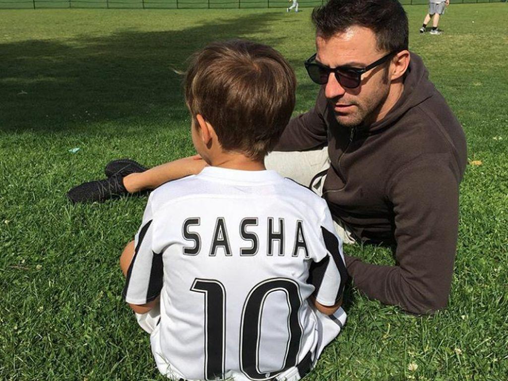 Keceriaan Keluarga Alessandro Del Piero