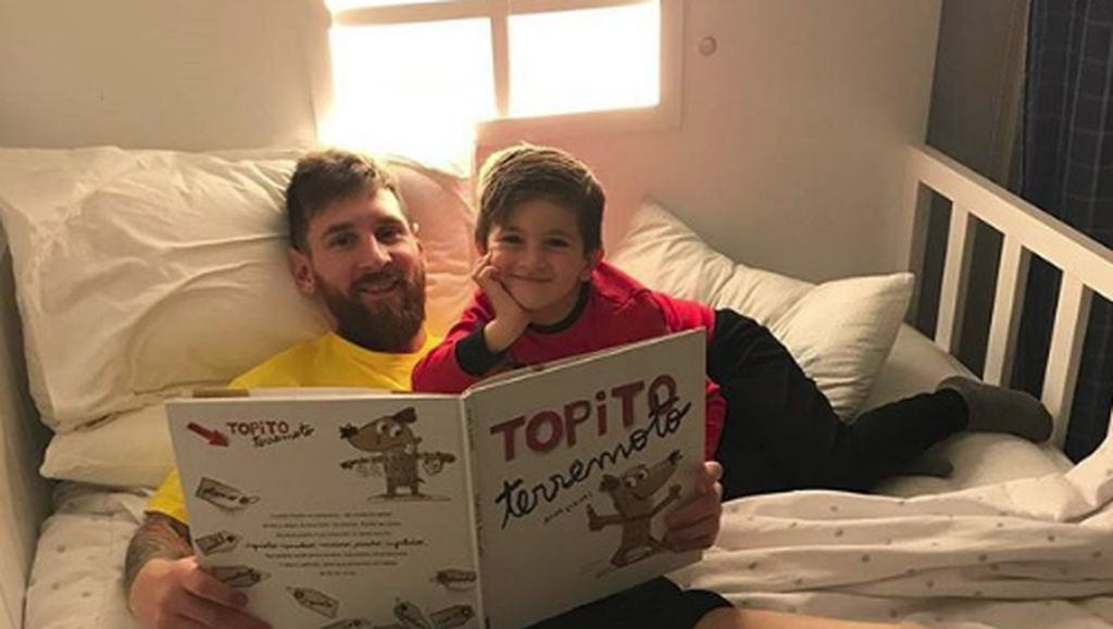 Gaya Kompak Messi dan Putranya Saat Beri Dukungan untuk Barca