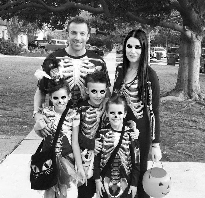 Alessandro Del Piero dikaruniai tiga anak hasil pernikahannya dengan Sonia Amoruso yakni Tobias, Dorotea, dan Sasha. (Foto: Instagram @alessandrodelpiero)