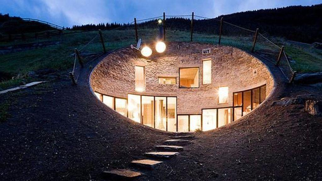 Di Swiss Ada Rumah Terkubur di Bawah Tanah