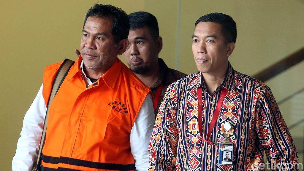 Resmi Ditahan, Bupati HST Kalsel Pakai Baju Tahanan