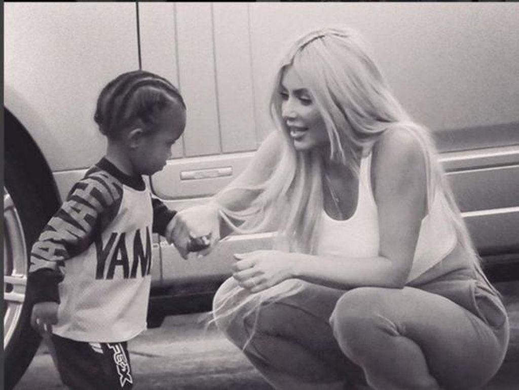Kekhawatiran Kim Kardashian Saat Anaknya Terkena Pneumonia