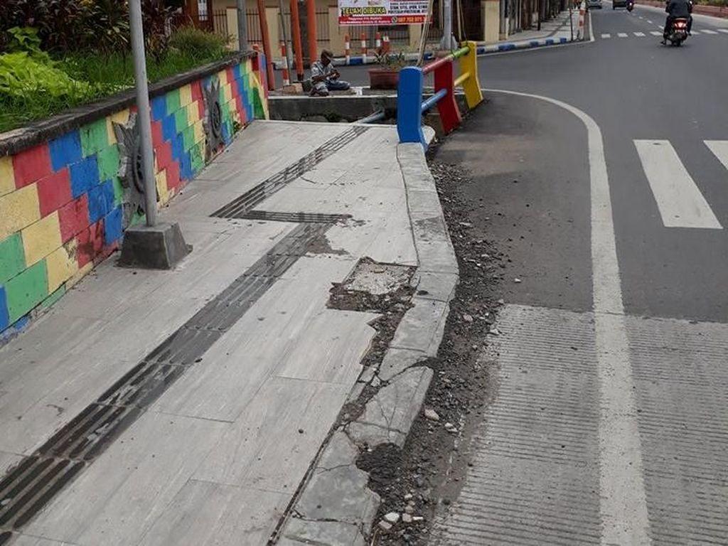 Viral Foto Trotoar di Mojokerto yang Bisa Bahayakan Disabilitas