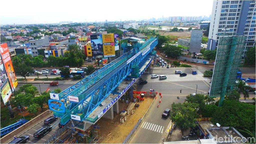 Beton Ambruk, Jadwal Operasi LRT Jakarta Tetap Ditarget Juli