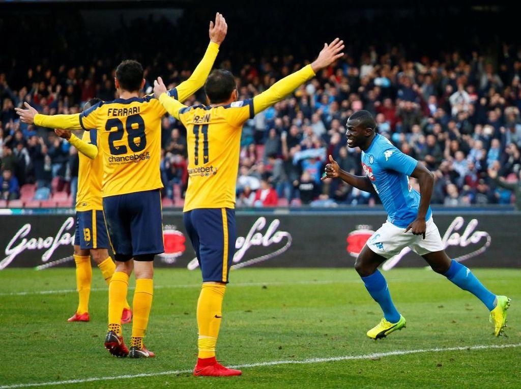 Napoli Tekuk Verona 2-0