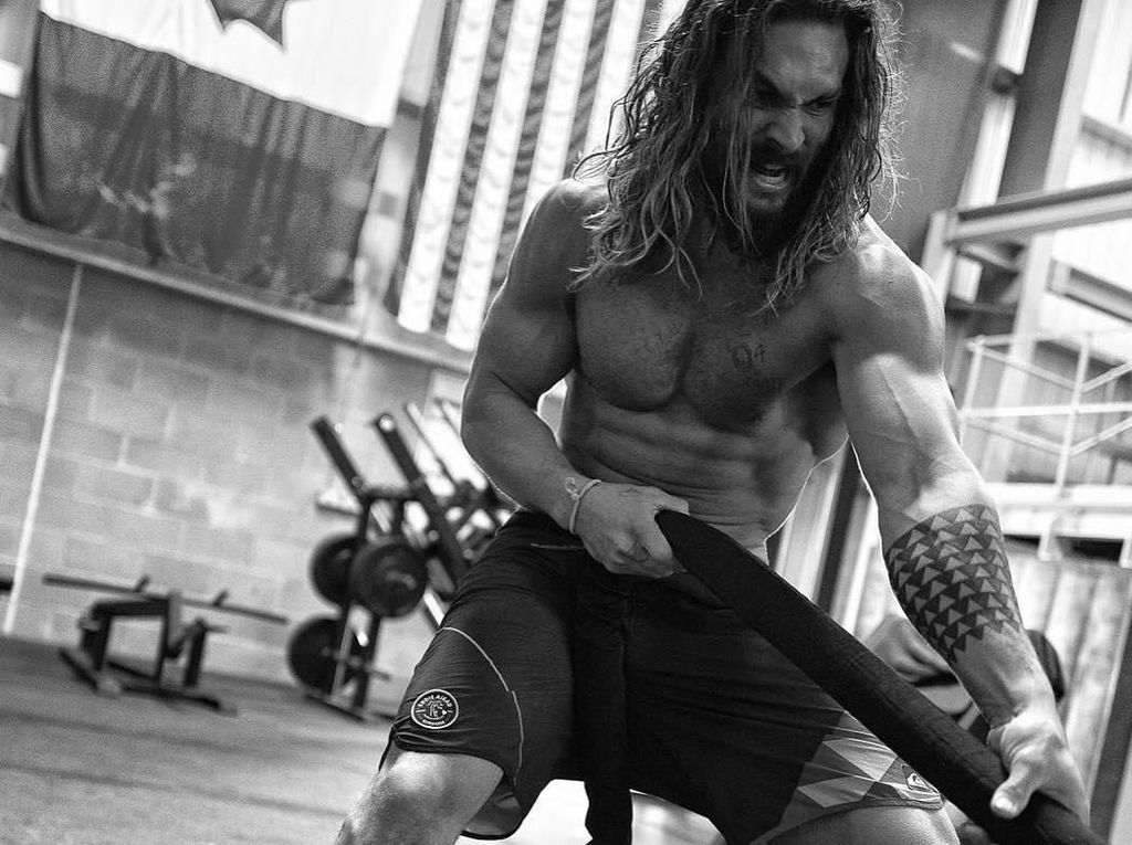Kekarnya Aquaman Jason Momoa! Lihat Dulu Olahraganya