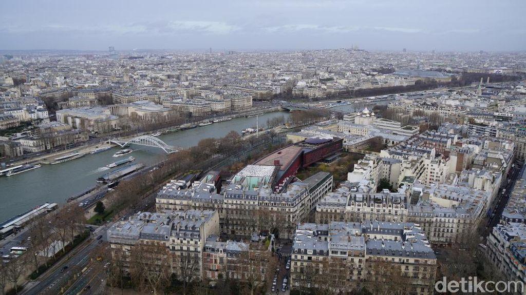 Ada Apa di Lantai 2 Menara Eiffel?