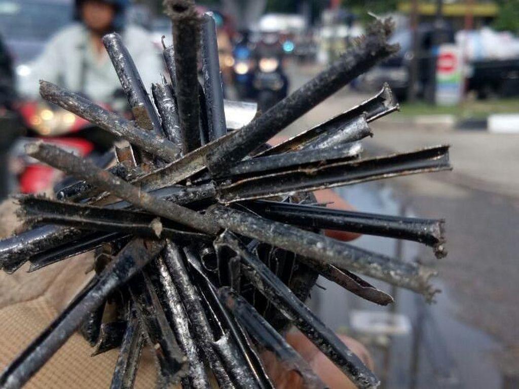 Buat Bikers, Ini Tips Ampuh Hindari Ranjau Paku di Jalanan