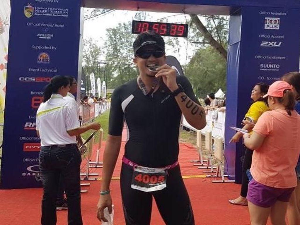 Lari Sambil Curhat, Engku Emran Undang Gelak Tawa Netizen