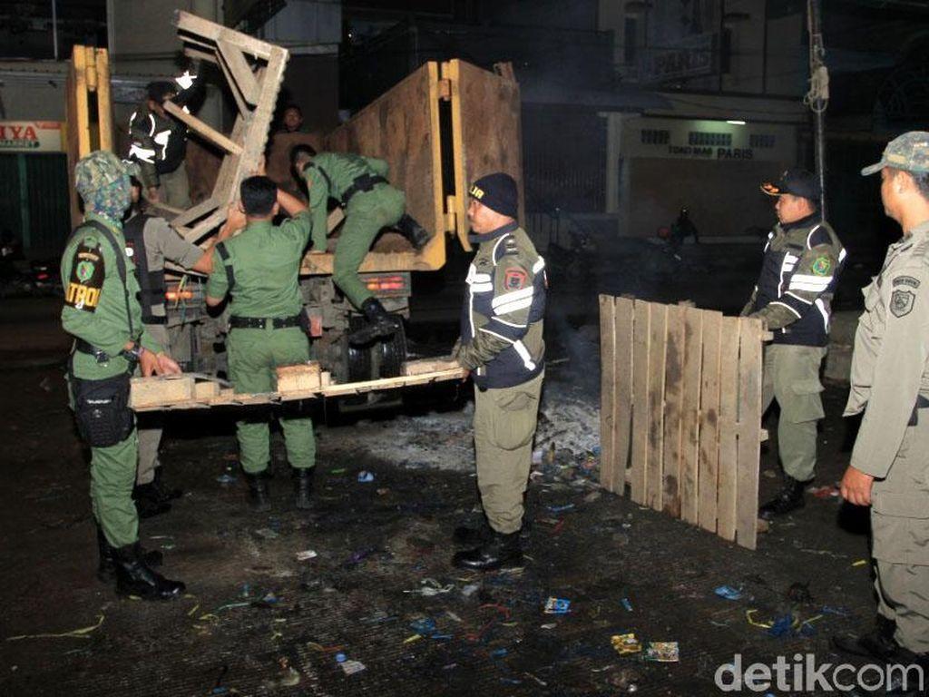 Foto: Penertiban PKL Pasar Subuh di Majalaya Bandung