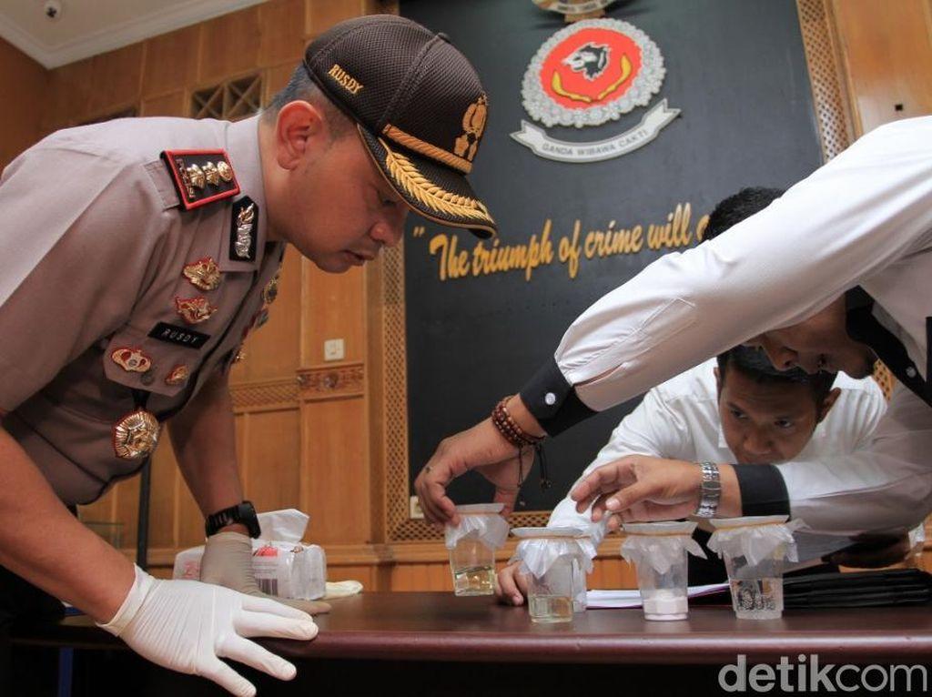 Minuman Oplos Tewaskan 9 Orang Berbahan Kimia Pembersih Mesin