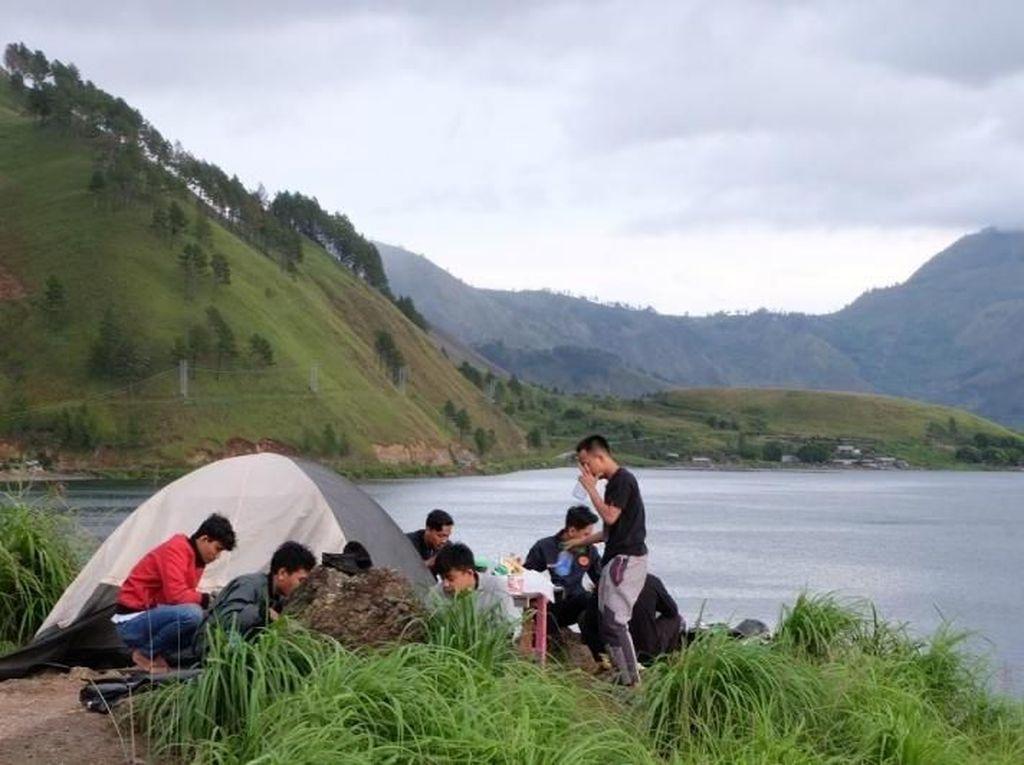 Foto: Tempat Kemping Asyik di Danau Toba