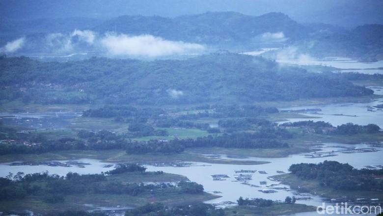 Spot menikmati pemandangan Sungai Citarum dari ketinggian (Wisma Putra/detikTravel)